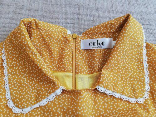 coko tokyoの黄色いワンピースの襟