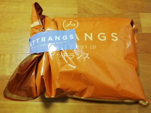 Attrangsから届いた外袋